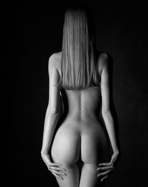 фото черно белое девушек ню