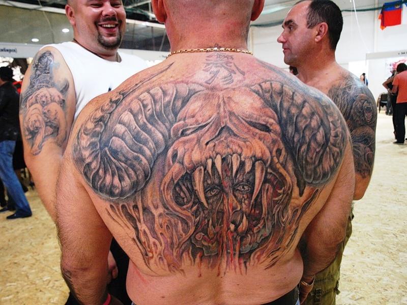 Дьявол на спине тату