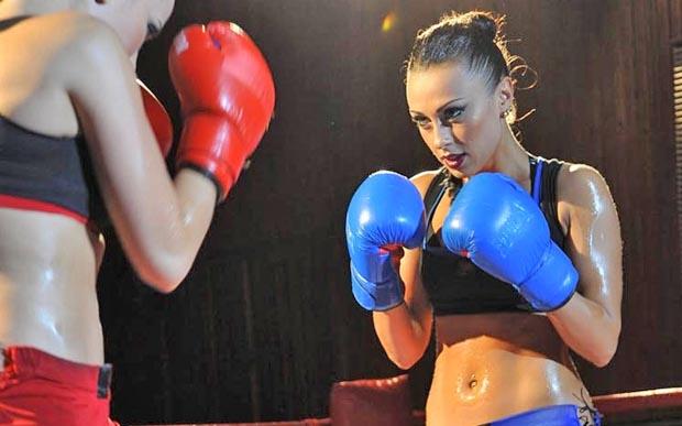 В новом клипе группы NikitA обнаженные девушки дерутся на ринге