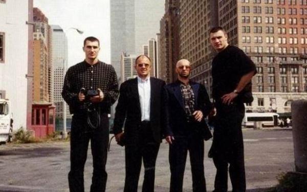 Братья Кличко с Александром Музычко (Сашком Билым) и Игорем Рыбалко в Нью-Йорке в 1997-м: предположительно, тогда Рыбалко знакомил их с Доном Кингом (фото хранится на km.ru)