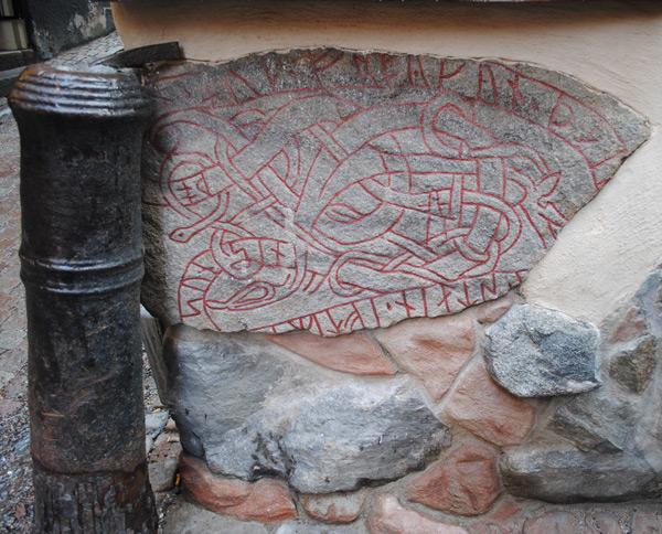 На фото: Лапландский рунный камень в фасаде одного из домов Стокгольма (Швеция).
