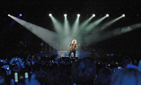 На киевском концерте Элтона Джона и Queen секс-бомба Памела Андерсон