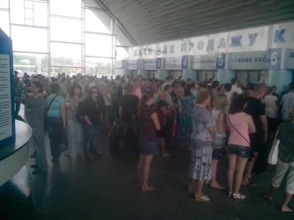 Луганчане массово выезжают из города