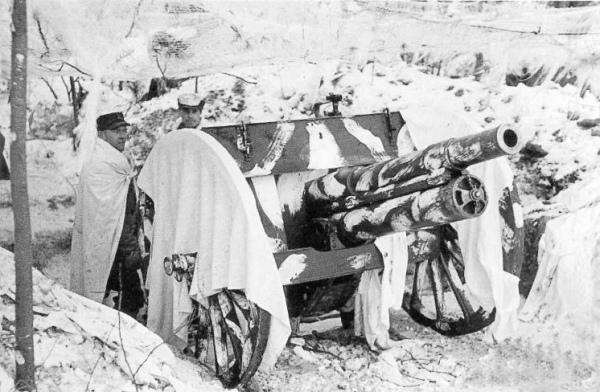 Импровизированный камуфляж: белые простыни и белая краска. Финская артиллерия во время Зимней войны 1939-1940 годов (фото из открытых источников)