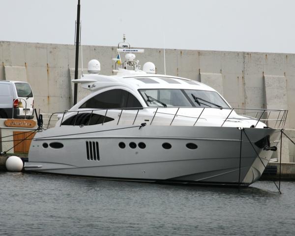 Яхту ''Santorini'' на деньги от продажи ворованных труб содержать сложно. Не хватает...