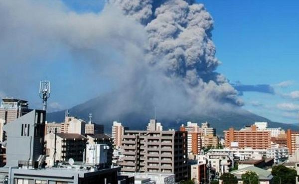 Облака пепла засыпали северную и Южную части города.