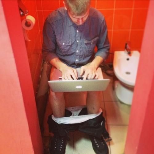pyanie-foto-chlena-muzhchini-v-tualete-zhenshini