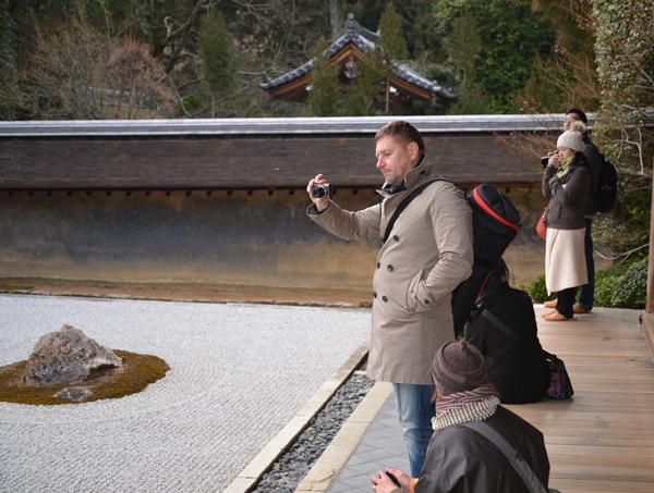 Киото. В саду камней храма Рёандзи