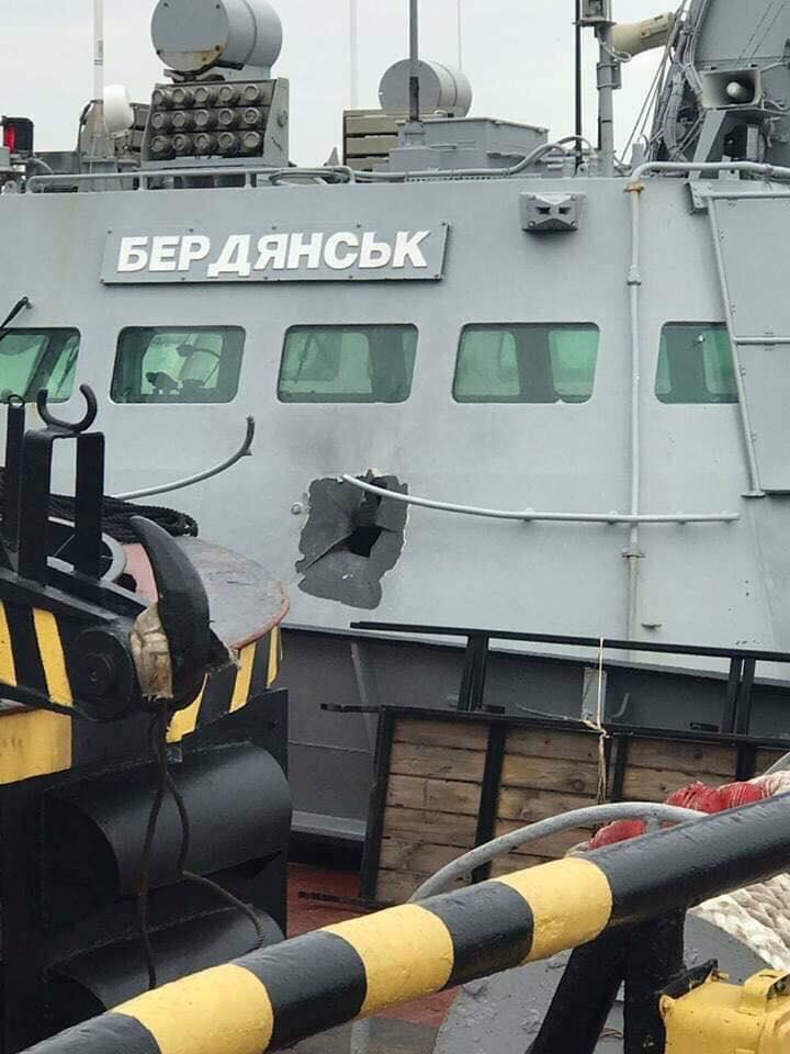 Огромная дыра в катере Бердянск