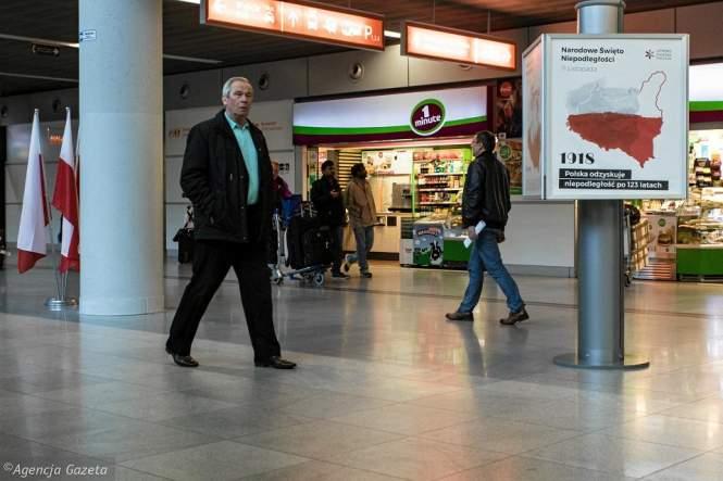 Польша: ВВаршавском аэропорту вывесили карту Польши сукраинскими землями