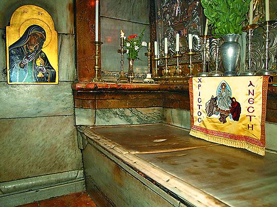 Археологи сняли плиту спогребального ложа Христа