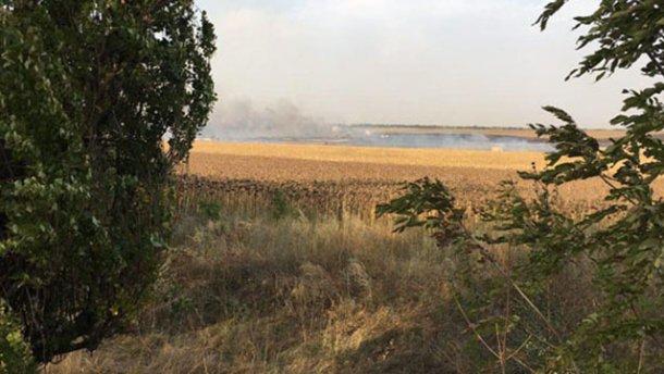 Кгорящему складу боеприпасов вДонецкой области cотрудники экстренных служб  подтянули танк