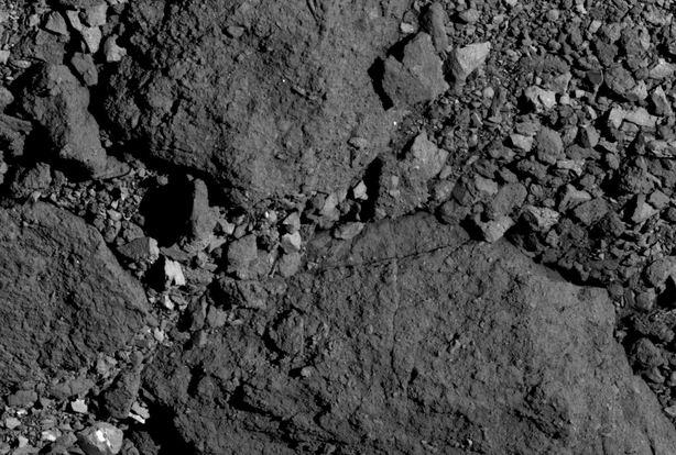 Каменистая поверхность Бенну.Credit: NASA/Goddard/University of Arizona