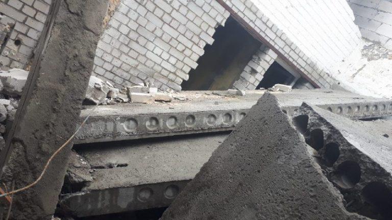 В Киеве на стройке бетонные плиты рухнули на людей