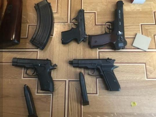 У мошенников изъяли арсенал огнестрельного оружия.