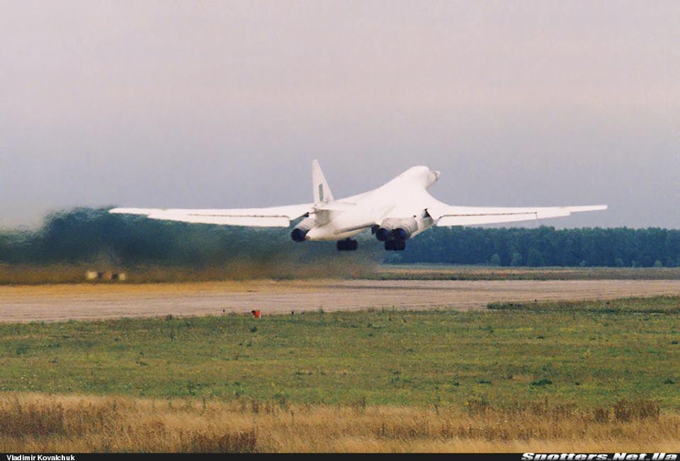 Ту-160 б/н 15 «красный» ВВС ВСУ. Прилуки, вторая пол. 90х, фото © Vladimir Kovalchuk
