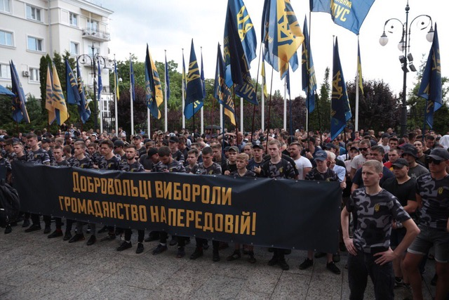 представители Национального Корпуса и Национальных Дружин пикетировали Администрацию президента