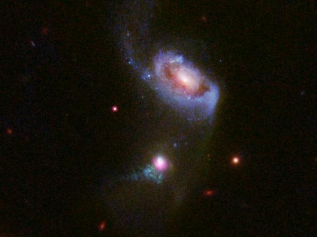 «Хаббл» сделал снимок «поедания» галактики черной дырой