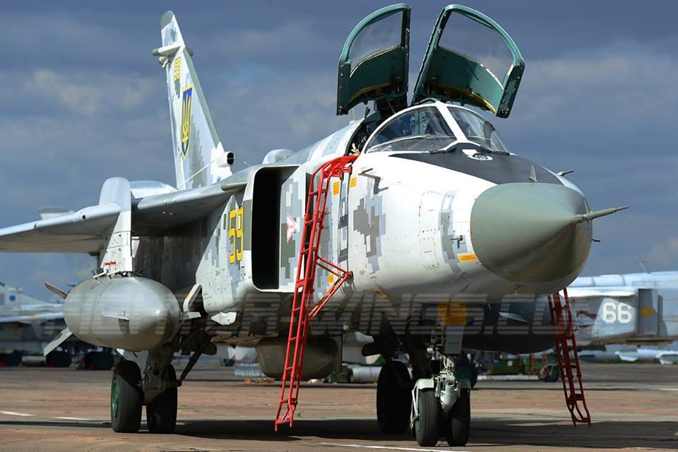 Су-24МР б/н 59 «желтый» ВС ВСУ, фото © Stephan Franke — Fighter-Wings