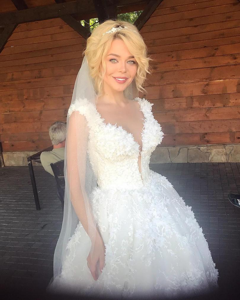 В блоге Алины Гроссу появилось фото в свадебном платье