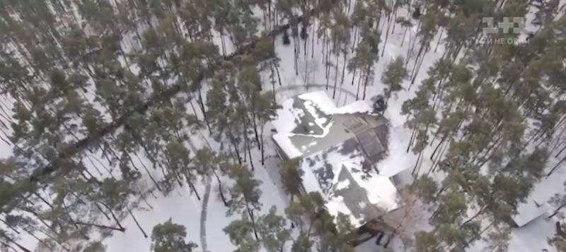 Дом Виталия Кличко в сосновом лесу