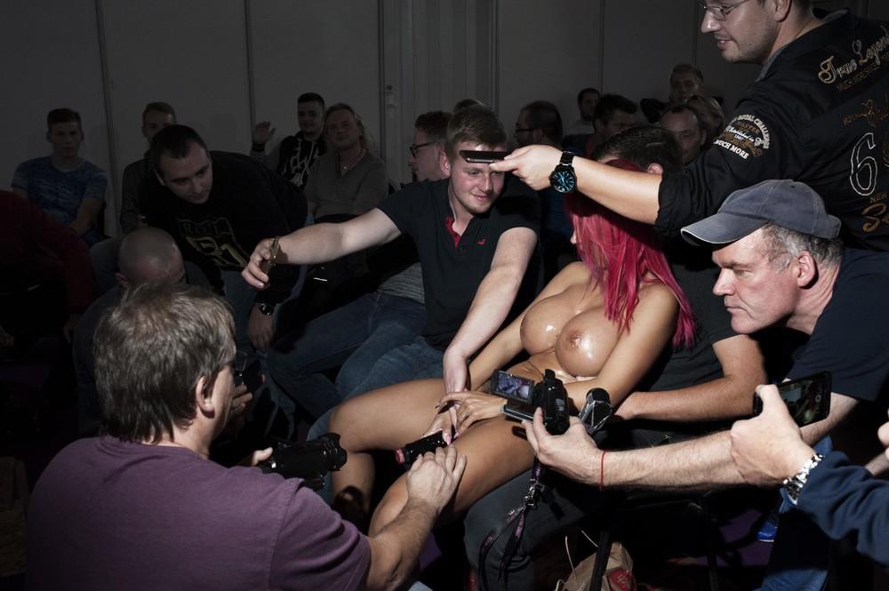 Фото выставка порно