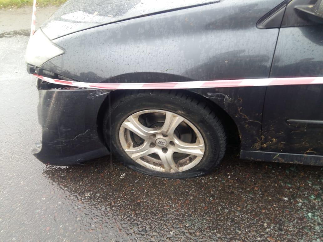 Автомобиль остановили с помощью спецсредств
