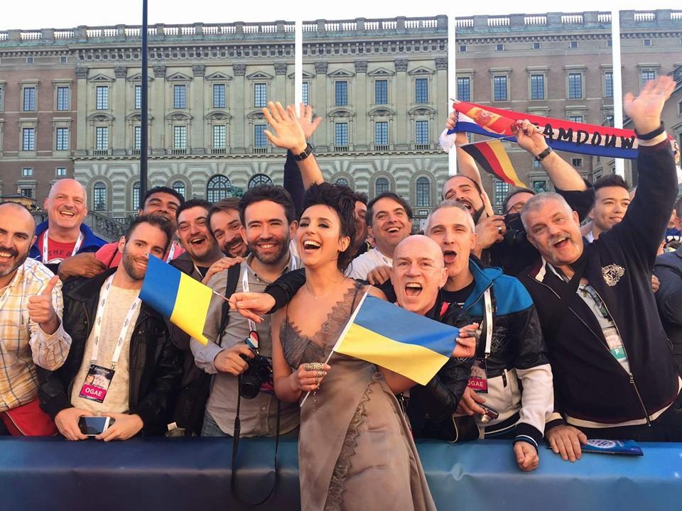 «Евровидение 2016»: Джамалу встретили вСтокгольме украинским флагом