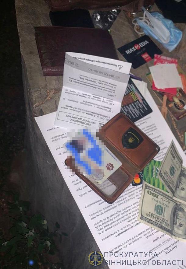 Полицейский вымогал $5,5 тысяч за закрытие уголовного дела