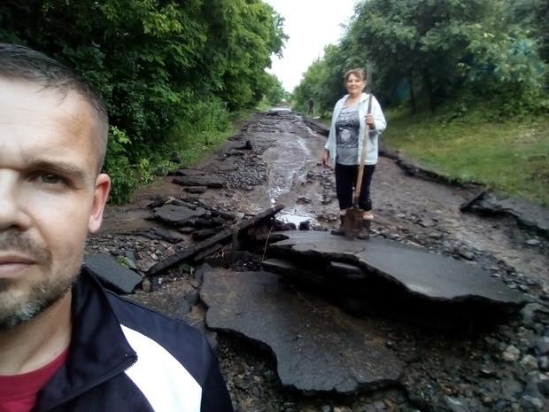 Дождь смыл дороги в Черкасской области