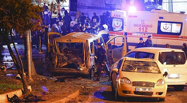 Практически 30 человек погибли из-за взрывов после футбольного матча вТурции