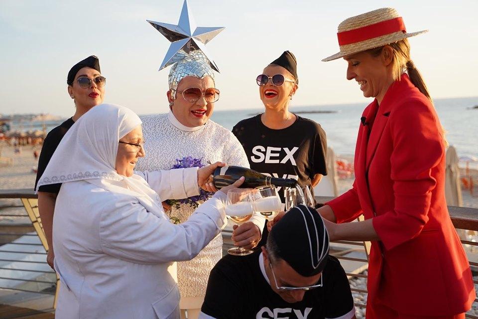 Евровидение-2019. Сердючка в Тель-Авиве показала, как пьет с мамой шампанское
