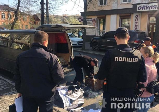 В Ровно неизвестные в камуфляже захватили помещение (фото)