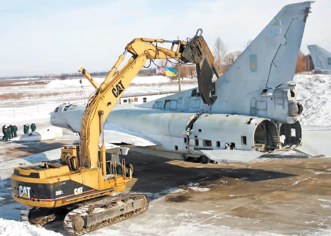 Момент утилизации бомбардировщика Ту 22М3