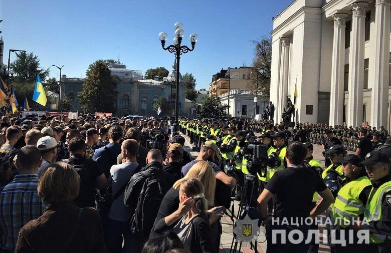 Под парламентом митинг националистов в защиту прав иностранных добровольцев