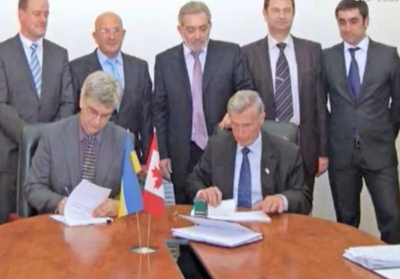Подписание договора с канадской стороной, где присутствует Михаил Гриншпон