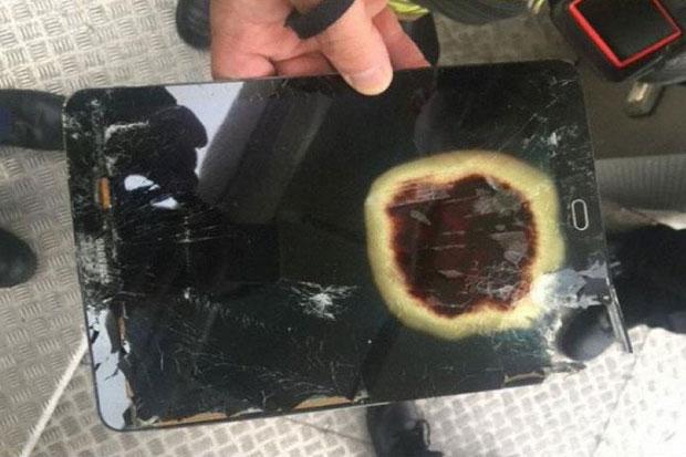 Самолет совершил экстренную посадку из-за загоревшегося наборту планшета Самсунг