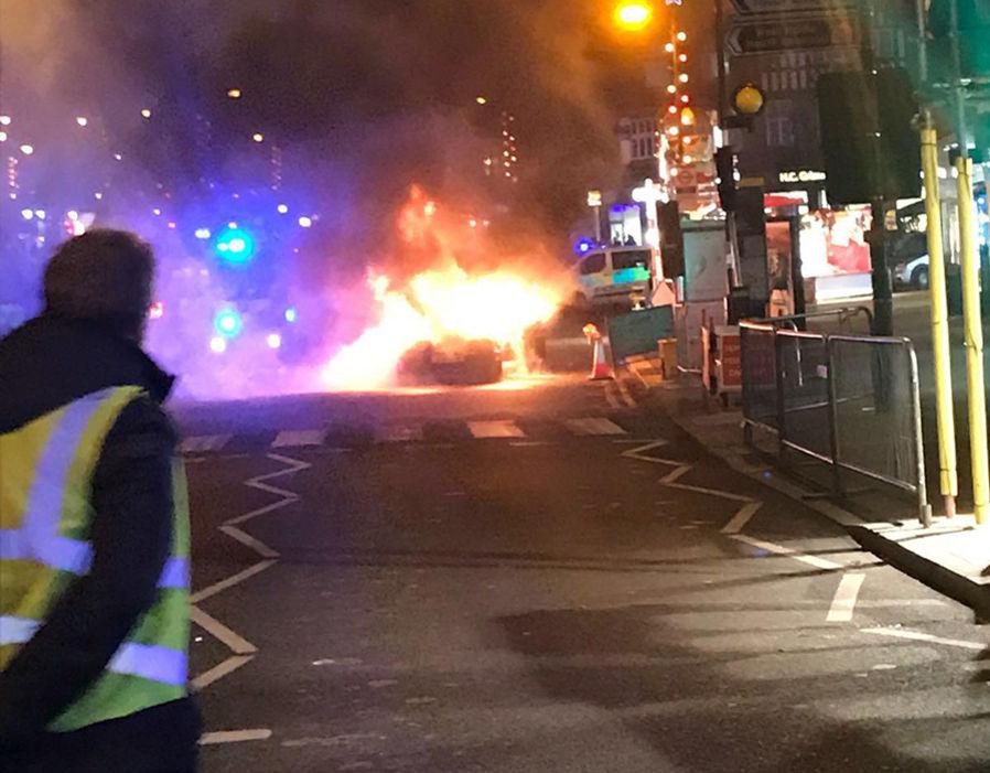 Размещено видео сместа взрыва машины урождественской ярмарки встолице Англии