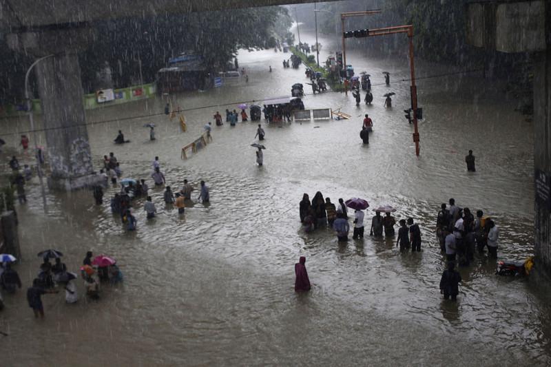 Причиной бедствия в Ченнаи в 2015 году впоследствии назвали бесконтрольную застройку города и коррумпированность властей / Фото ЕРА