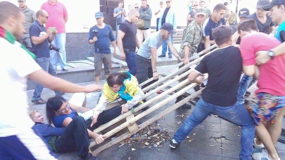 Снос палаточного городка наДумской завершился потасовкой