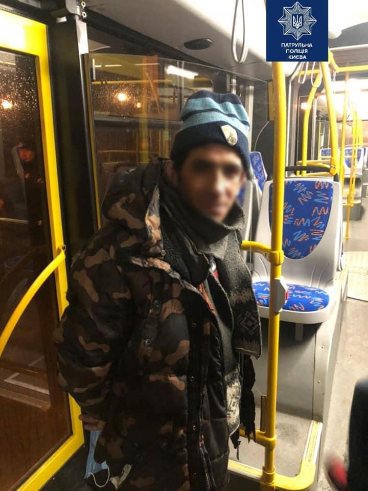 В Киеве грабители напали на кондуктора и попали в руки смелого пассажира
