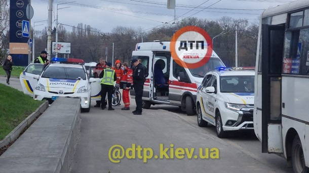 В Киеве водитель маршрутки подрался с полицейскими