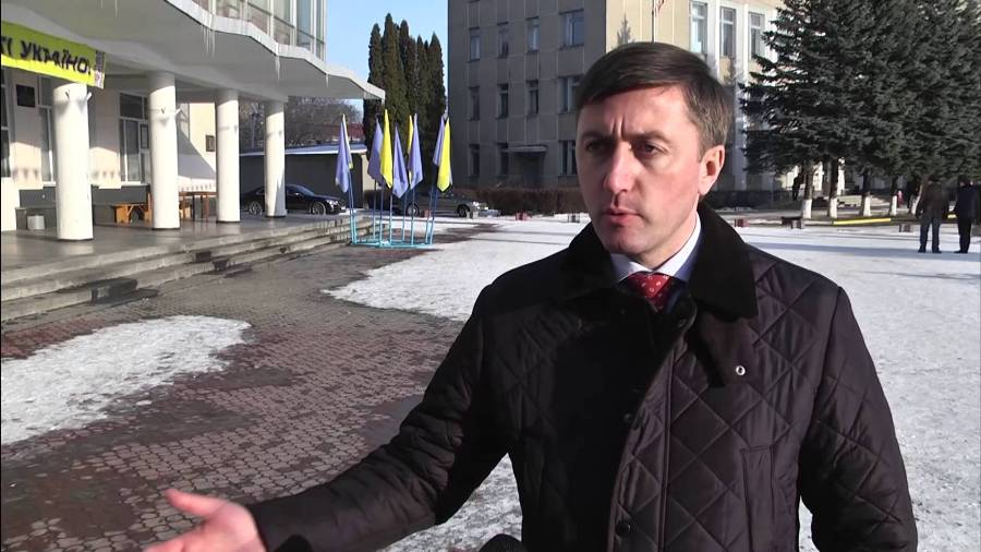 Народный депутат Украины безжалостно избил сотрудника СБУ при исполнении