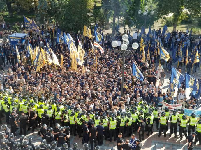Под Верховной Радой митинг в защиту прав иностранных добровольцев
