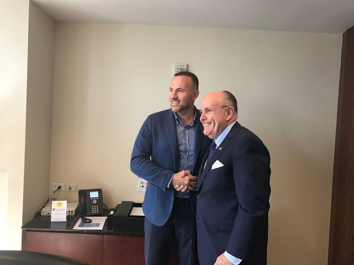 Павел Фукс и Рудольф Джулиани (мэр Нью-Йорка в 1994—2001 годах от Республиканской партии)