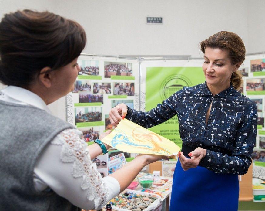 Марина Порошенко побеседовала с учителями