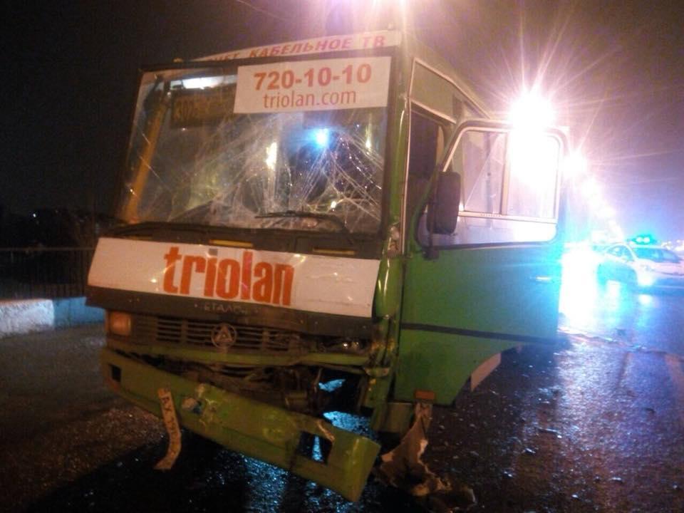 Встолкновении 2-х маршруток намосту вХарькове пострадали 11 человек