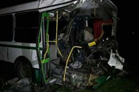ВПокровске БТР столкнулся савтобусом, есть жертвы