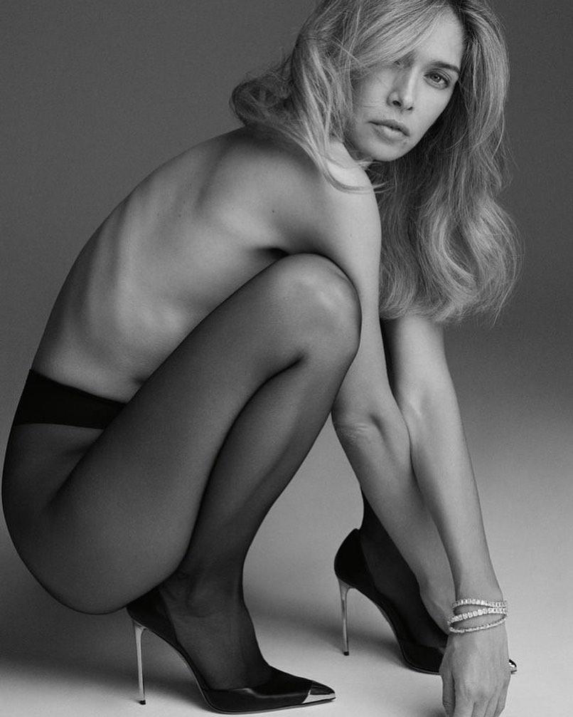 В туфлях на шпильках и без трусов: Вера Брежнева показала интимное фото