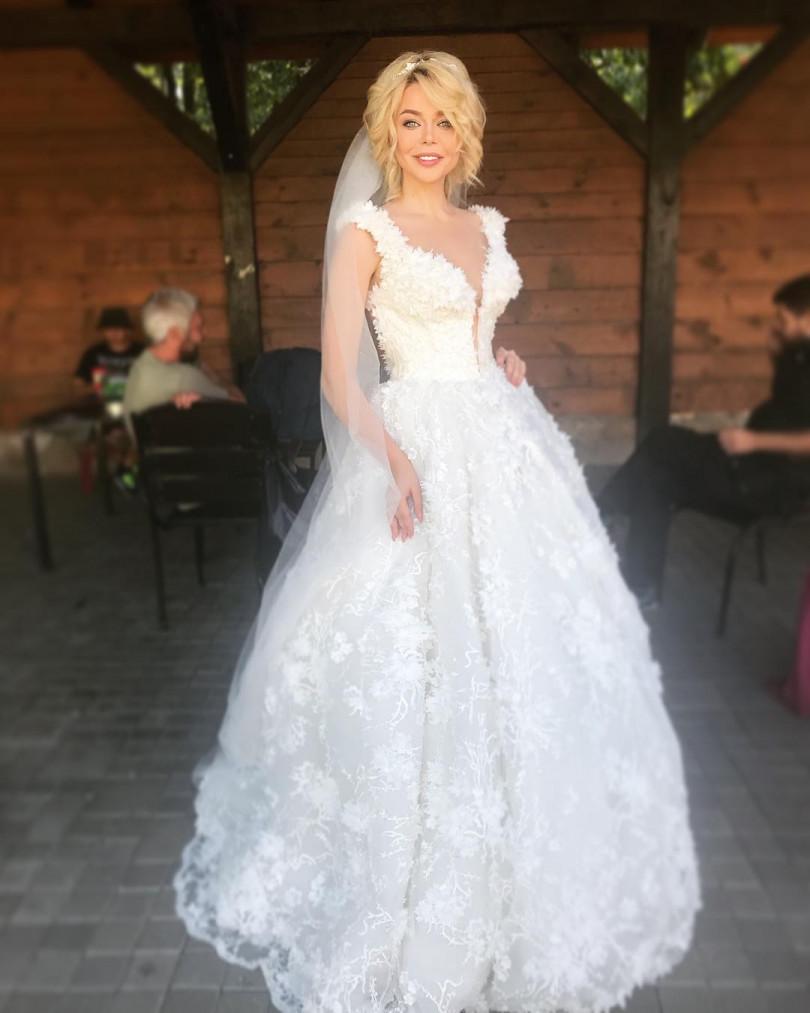 Алина Гроссу заинтриговала фото в свадебном платье